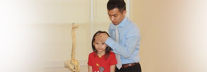 Chiropractor Lawrenceville GA Hung Vuong adjusting patient